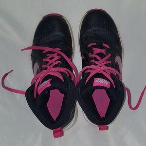 Nike Team Hustle D 6 Basketball Shoes Girls Sz 5y
